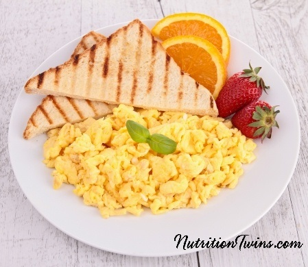 Eggs_Fruit_Toast