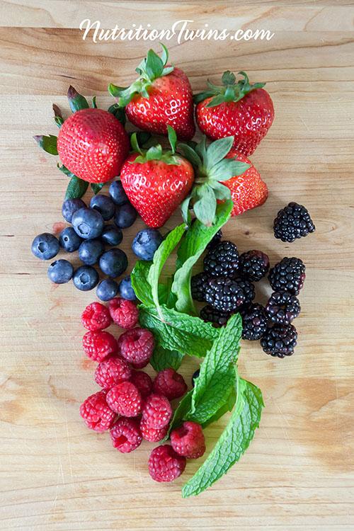 0001_NutritionTwins-infusedwater-detox-strawberry-blackberry-blueberry-raspberry-mint-logo
