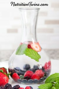 0006_NutritionTwins-infusedwater-detox-strawberry-blackberry-blueberry-raspberry-mint-logo-cropped