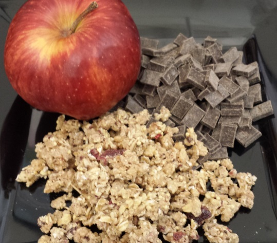 Apple_granola_chocolate