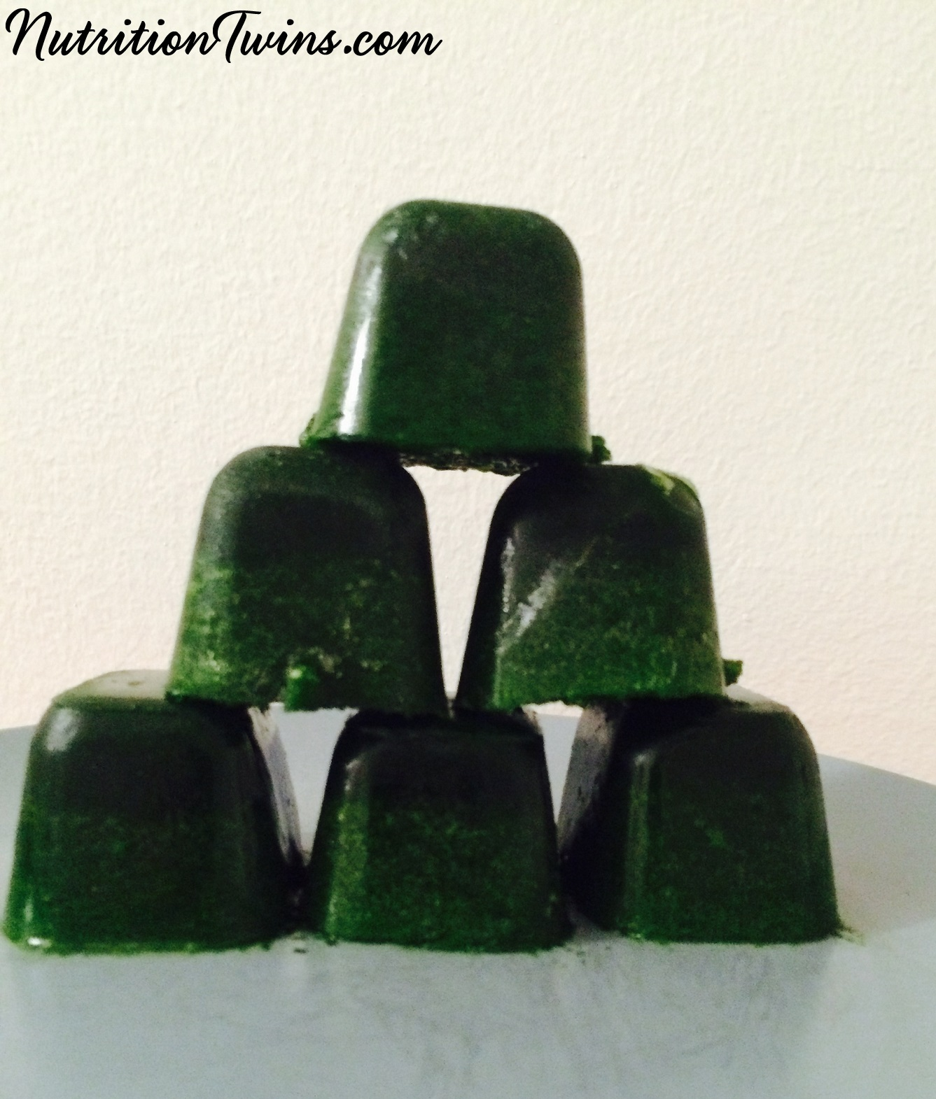 Kale_spinach_smoothie_cubes_stacked_smLOGO