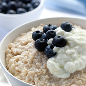Oatmeal_Blueberry_Yogurt_oikos