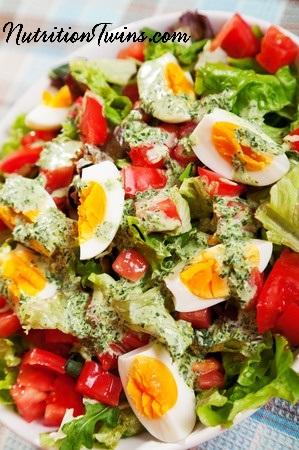 Salad_with_eggs_veggies