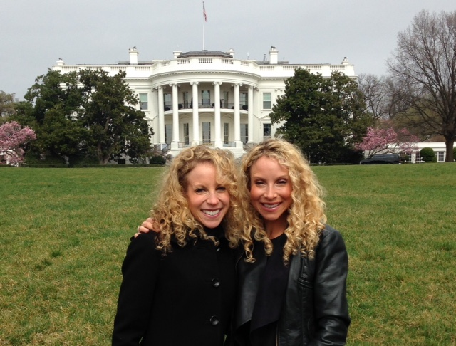 White_House_Behind_T_L_Closer_up